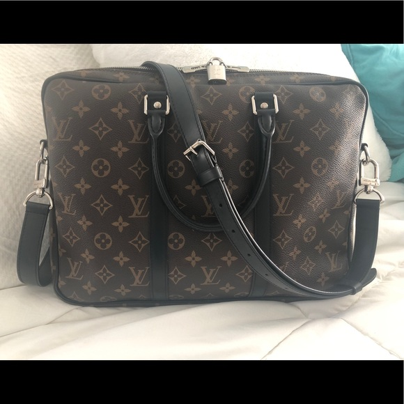 afbe2bee2565 Louis Vuitton Other - Louis Vuitton Porte Documents Voyage PM M. MAC